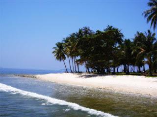 pantai-pulau-Randayan