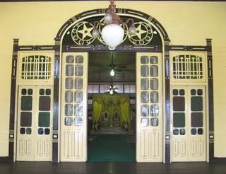 Pintu istana kadriah